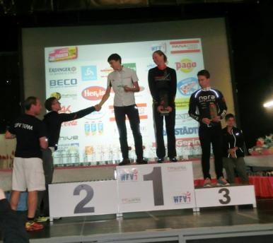 Bernhard Kroger gewinnt seine Altersklasse beim Triathlon Faakersee