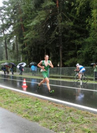 Bernhard Kroger auf der Laufstrecke beim Triathlon Faakersee